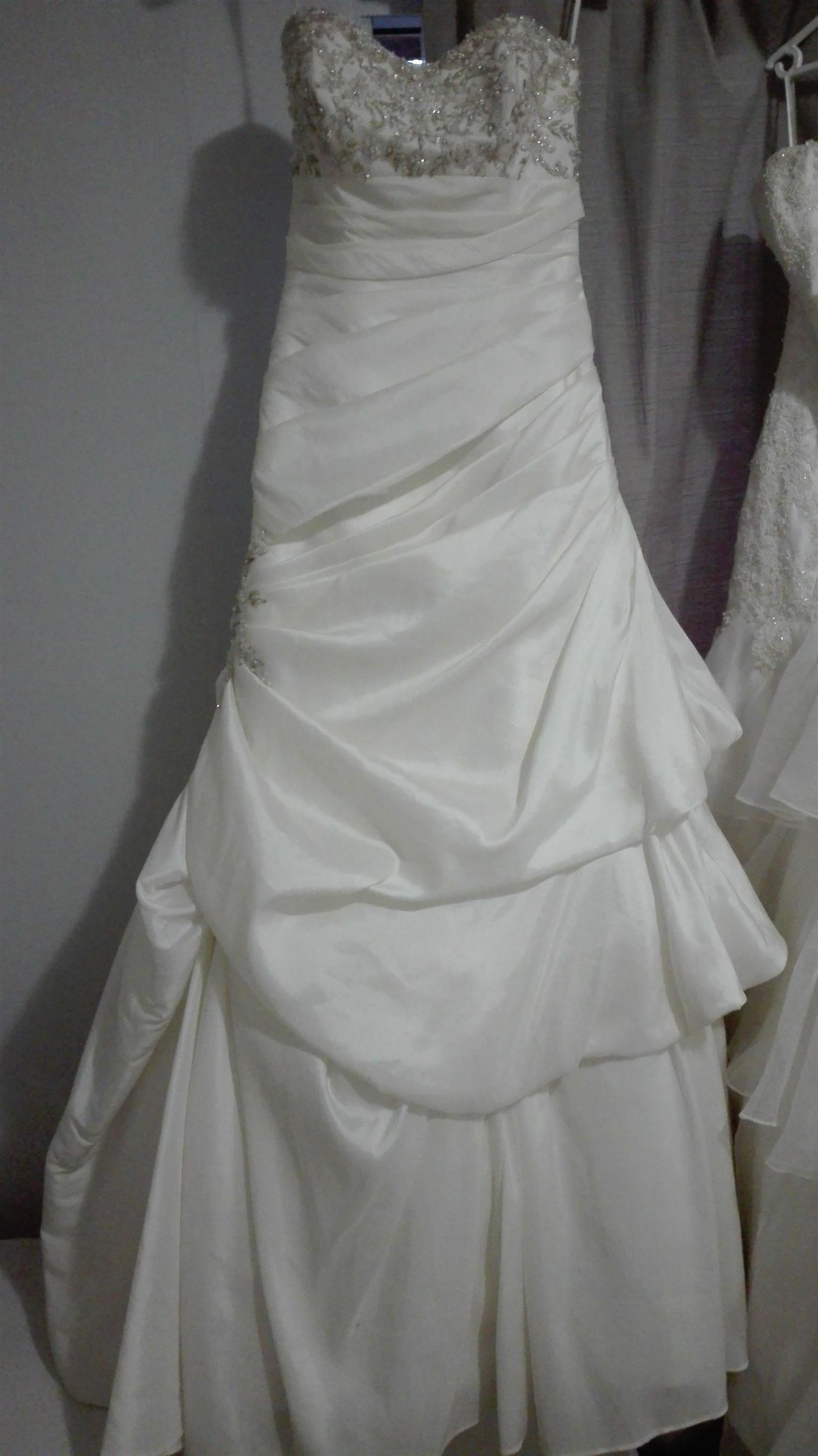 Stunning bridal gowns for sale or hire | Junk Mail
