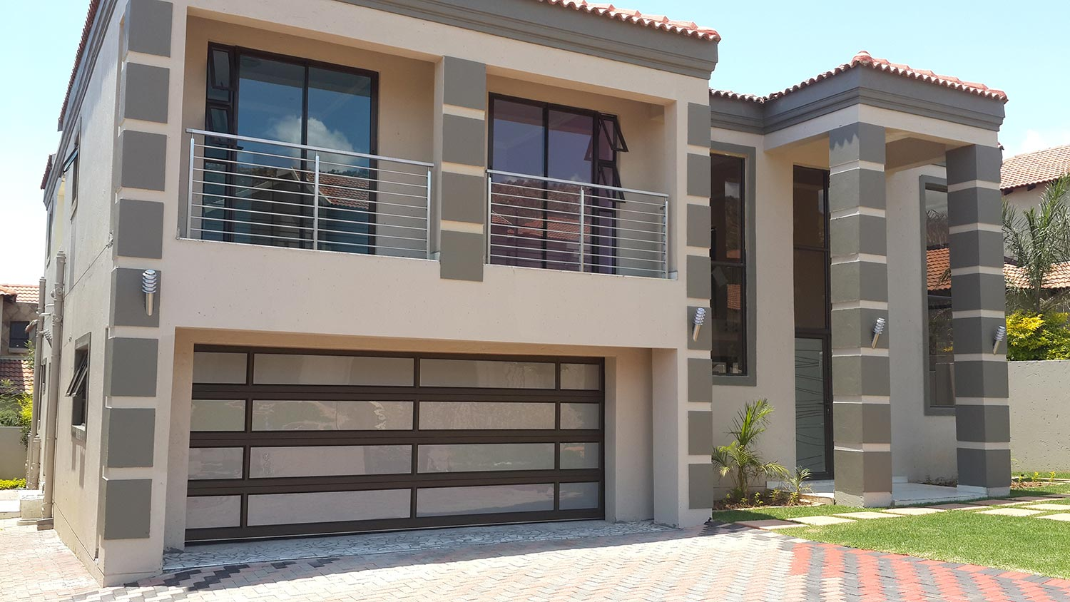 Manufactures and installer of Aluminium windows and Glass fit:
