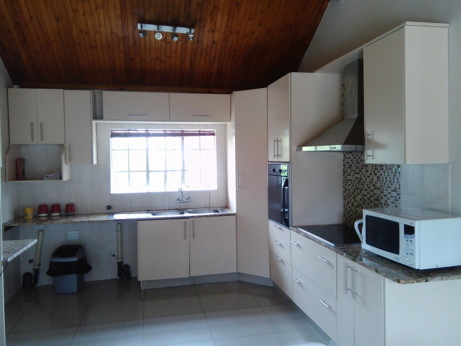 Short / long Term Accommodation In Douglassdale, Fourways, Randburg and Northgate (R4500 Monthly)