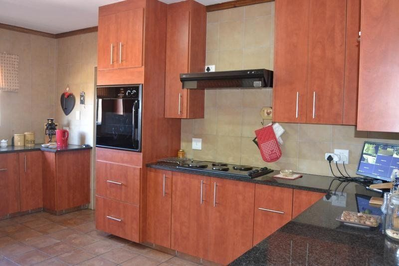 neat as a pin 2 bedroom flat to let