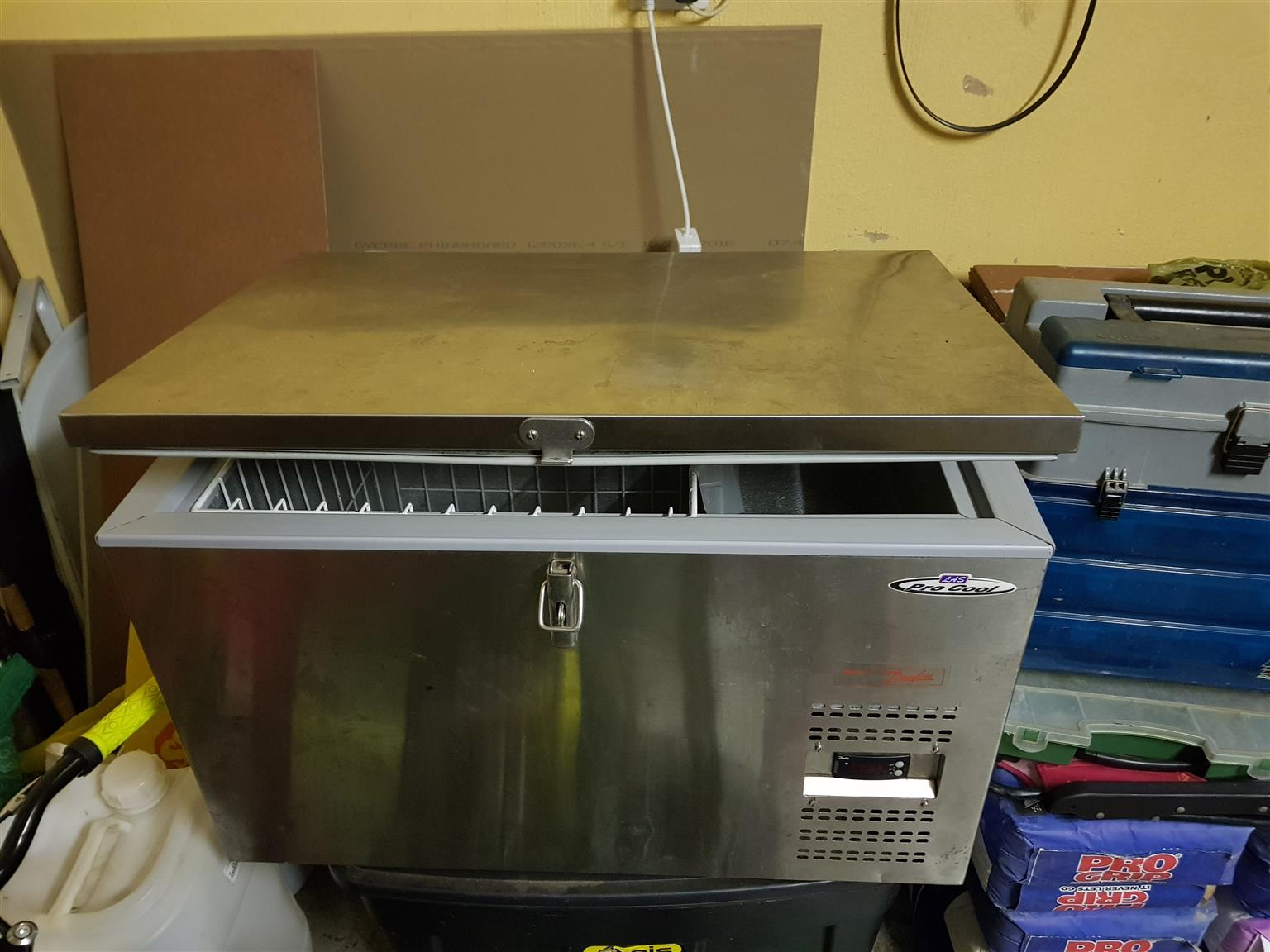 90 Litre LA Sport Pro Cool fridge
