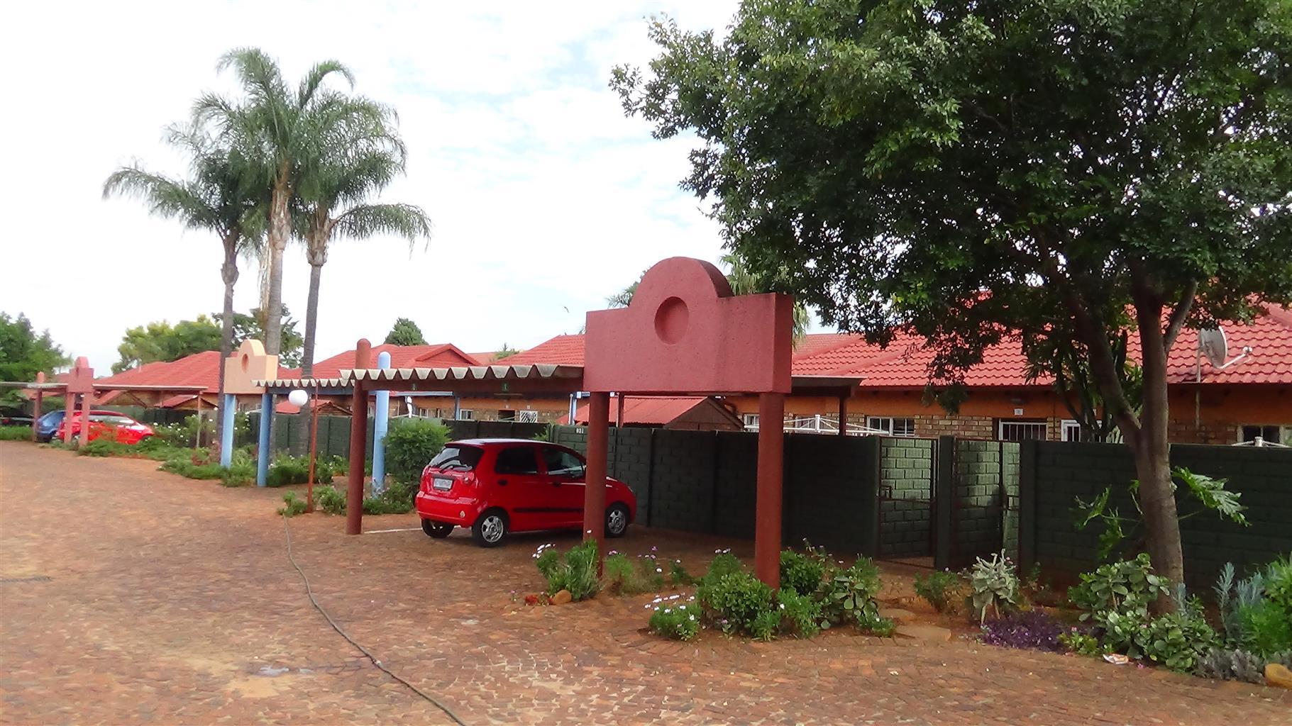 3 Bedroom Townhouse in Doornpoort – R800 000