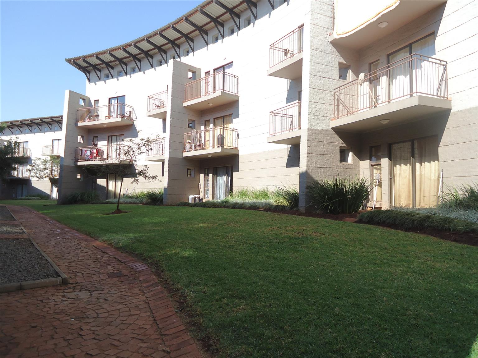 Very neat 1 bedroom apartment to rent in Dorandia