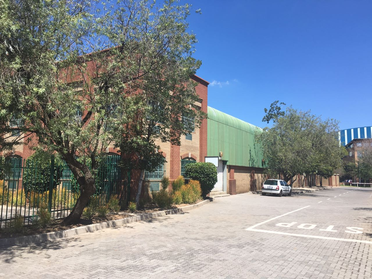 LARGE WAREHOUSE / FACTORY FOR SALE IN HIGHWAY BUSINESS PARK