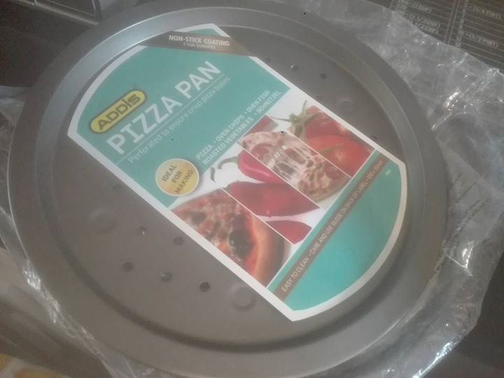 Pizza and cake trays- non stick