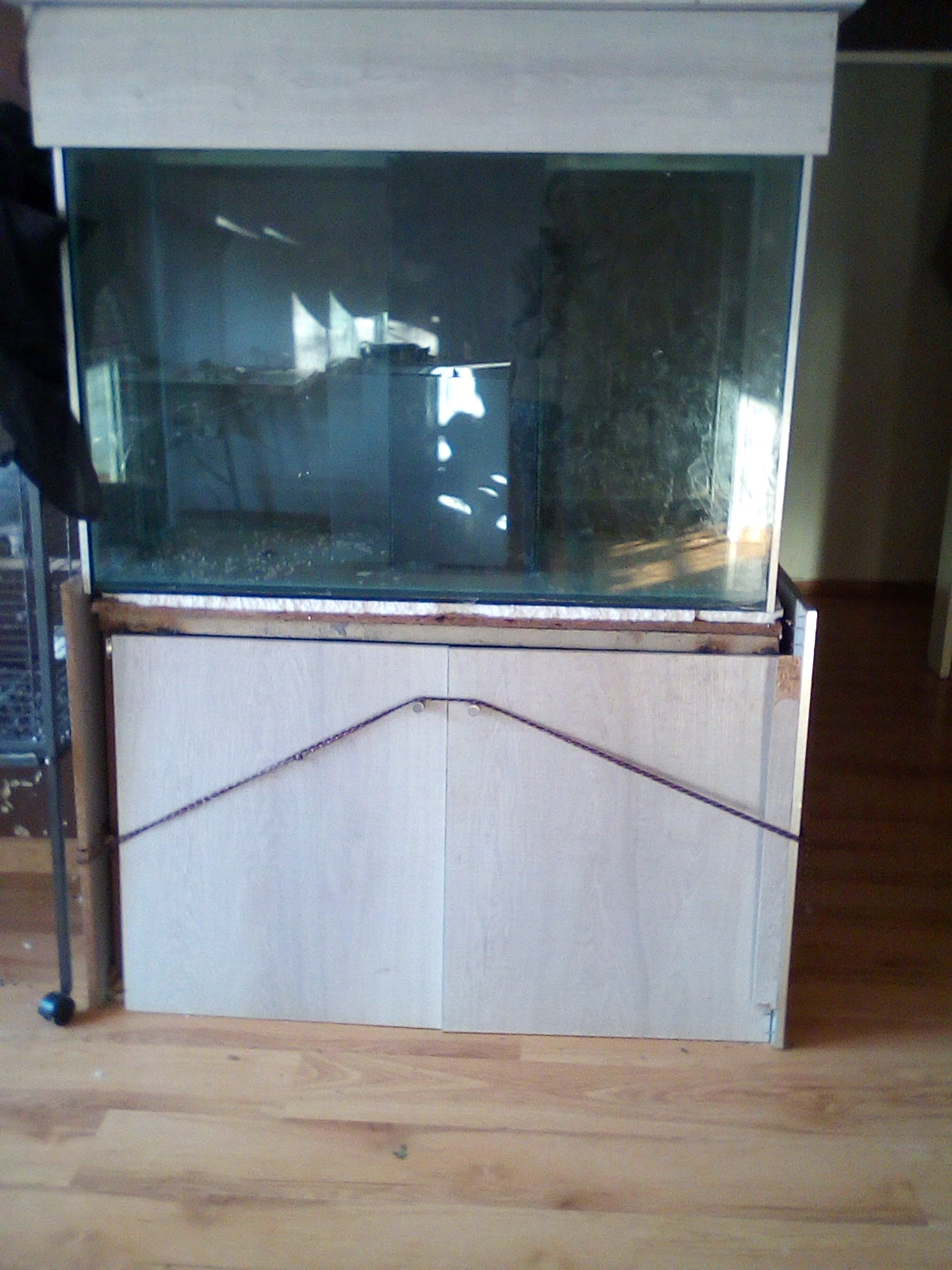 Fish tank, perfect for marine. Has internal filter, not leaking