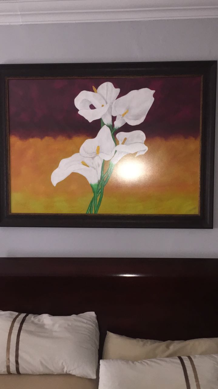 Beautifull 3 piece painting.  One fits above a bed and the other two on the sides above the pedestals R2000 or nearest cash offer