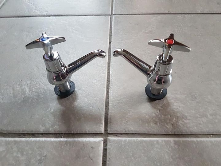 Hot and cold kitchen faucets
