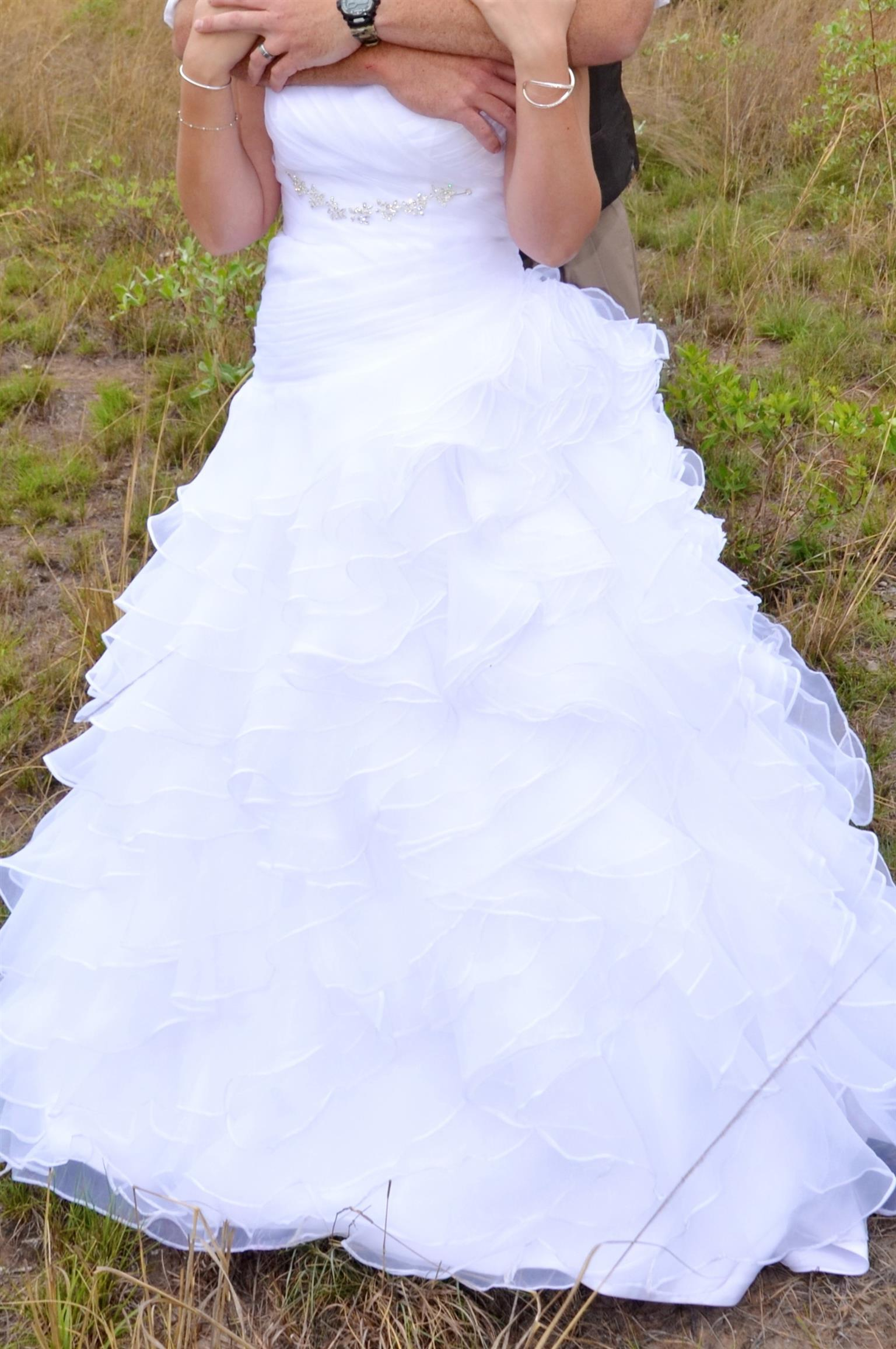 Pre-owned Wedding dress | Junk Mail