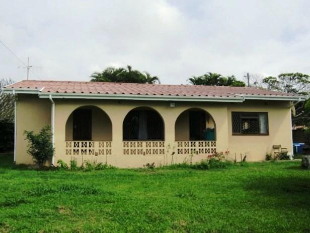 2 Bedroom,1 Bathroom House for sale in Port Edward