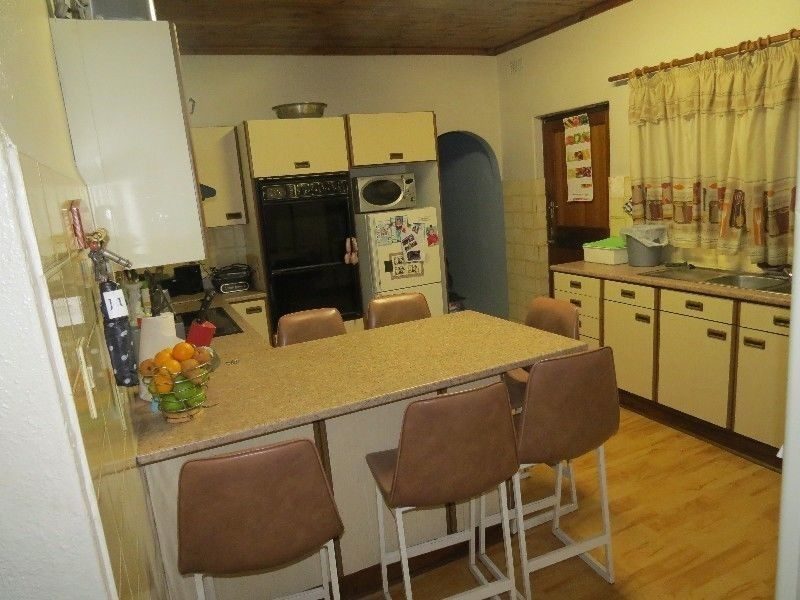 Parow-West,Churchill Estate: 4Bed,3Living Rooms/BIG Indoor Braai / Pool / 3Car Driveway/Garage