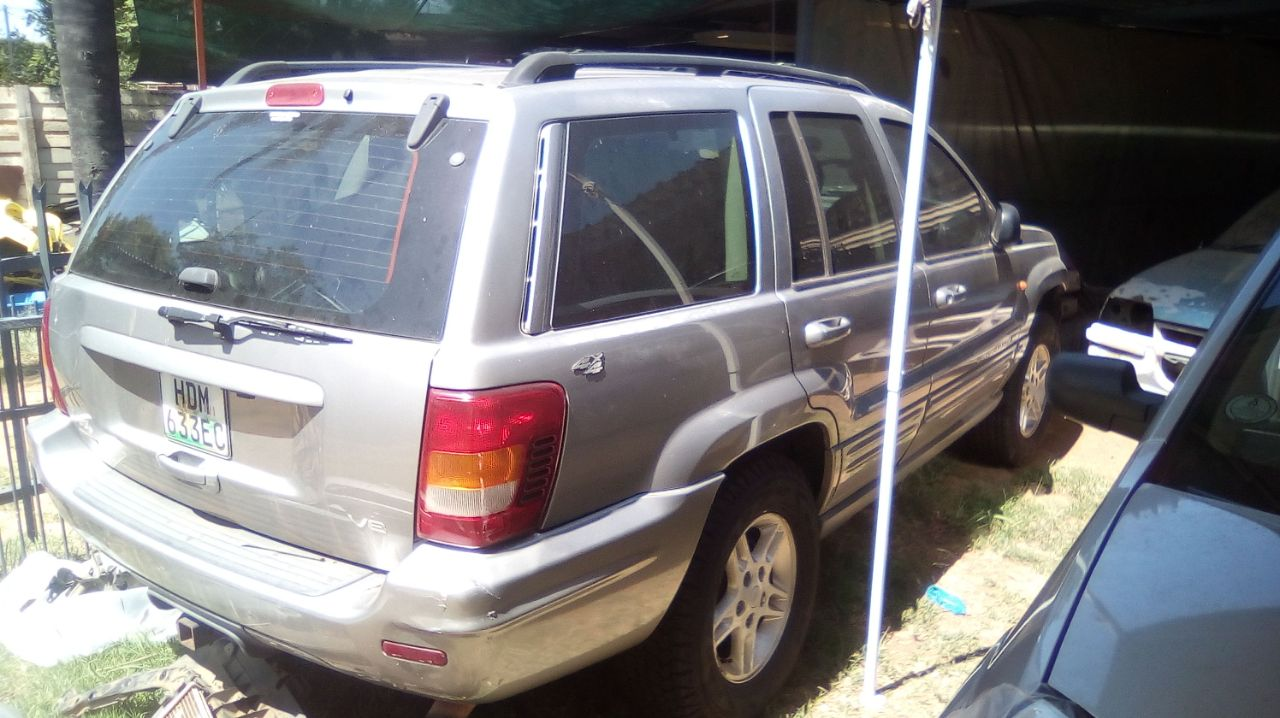 Jeep Grand Cherokee V8 limited edition 4x4 Stripping for spares