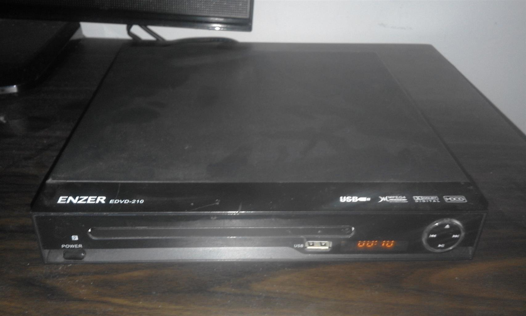 DVD Player Enzer including remote control.