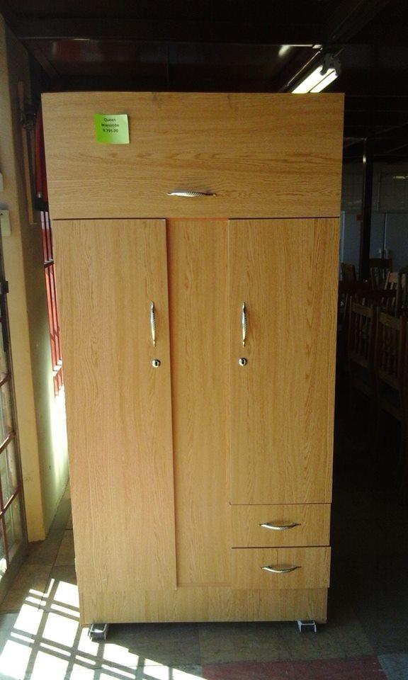 Light wooden 2 door closet