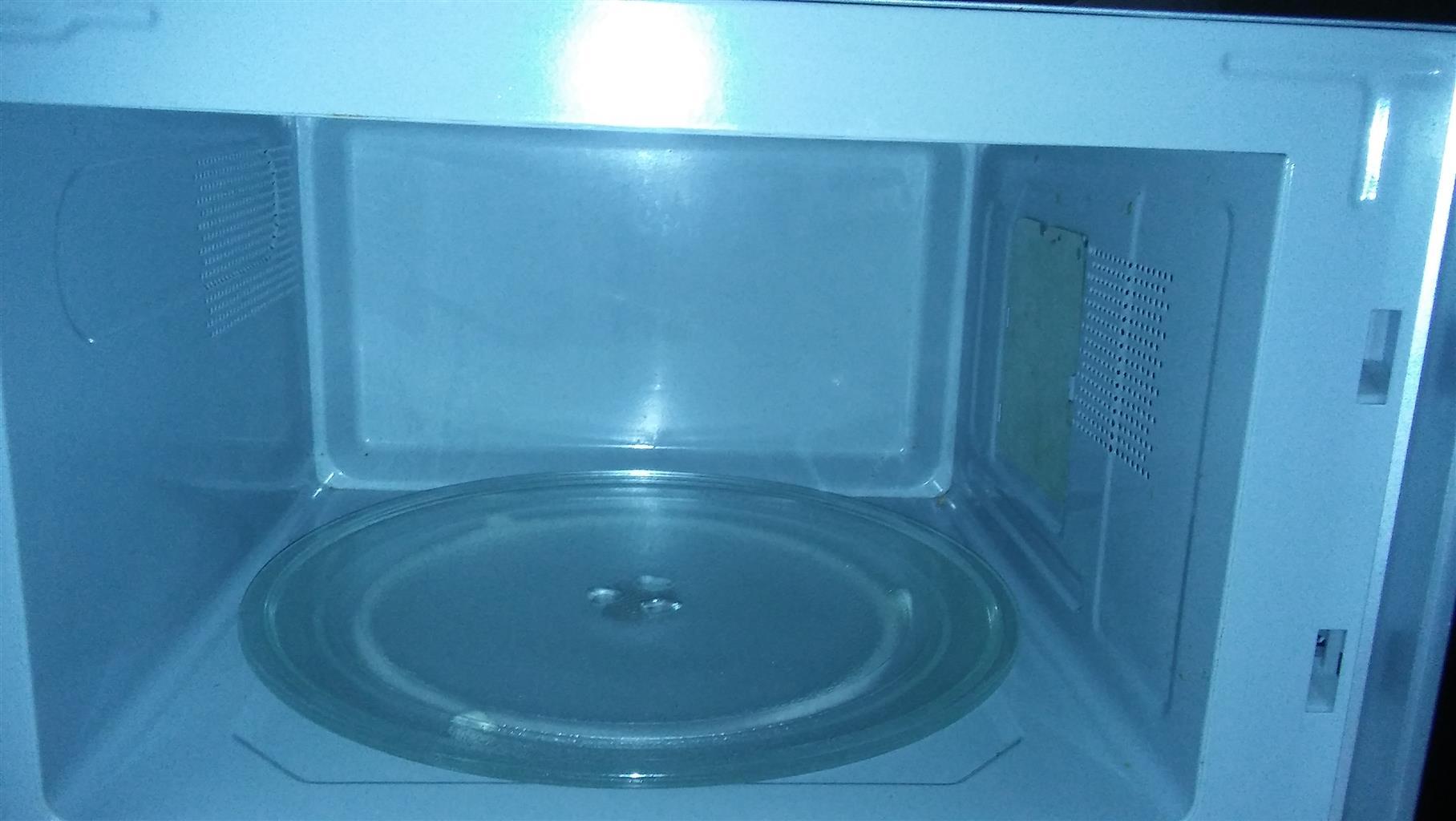 30L Defy Mirror Microwave & 4O inch Hisense Tv