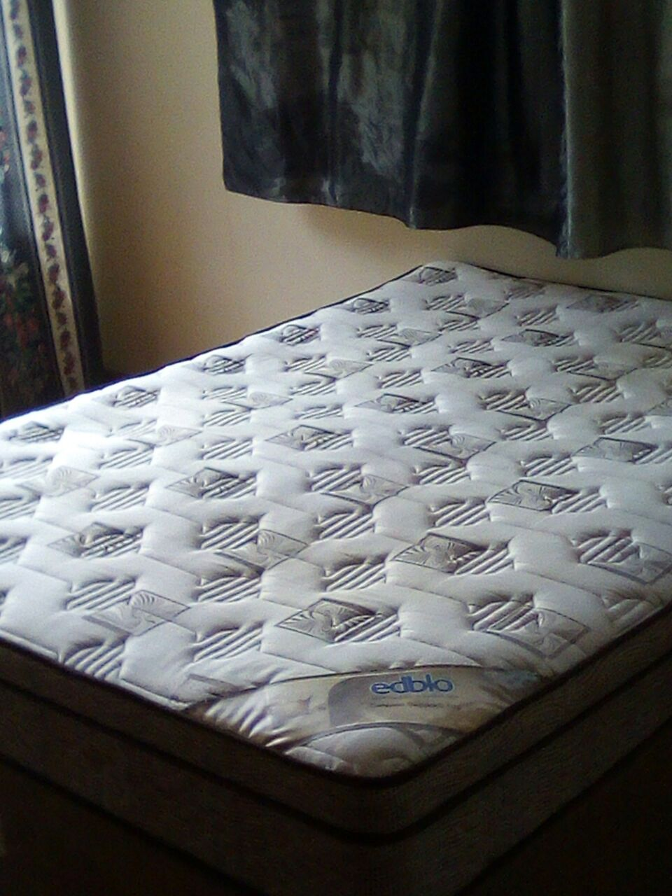 QUEEN SIZE BED BASE AND MATTRESS FOR SALE.