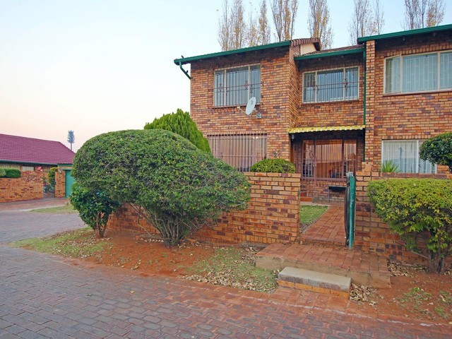 Discovery 2bedrooms, bath, kitchen, lounge, Rental R4250