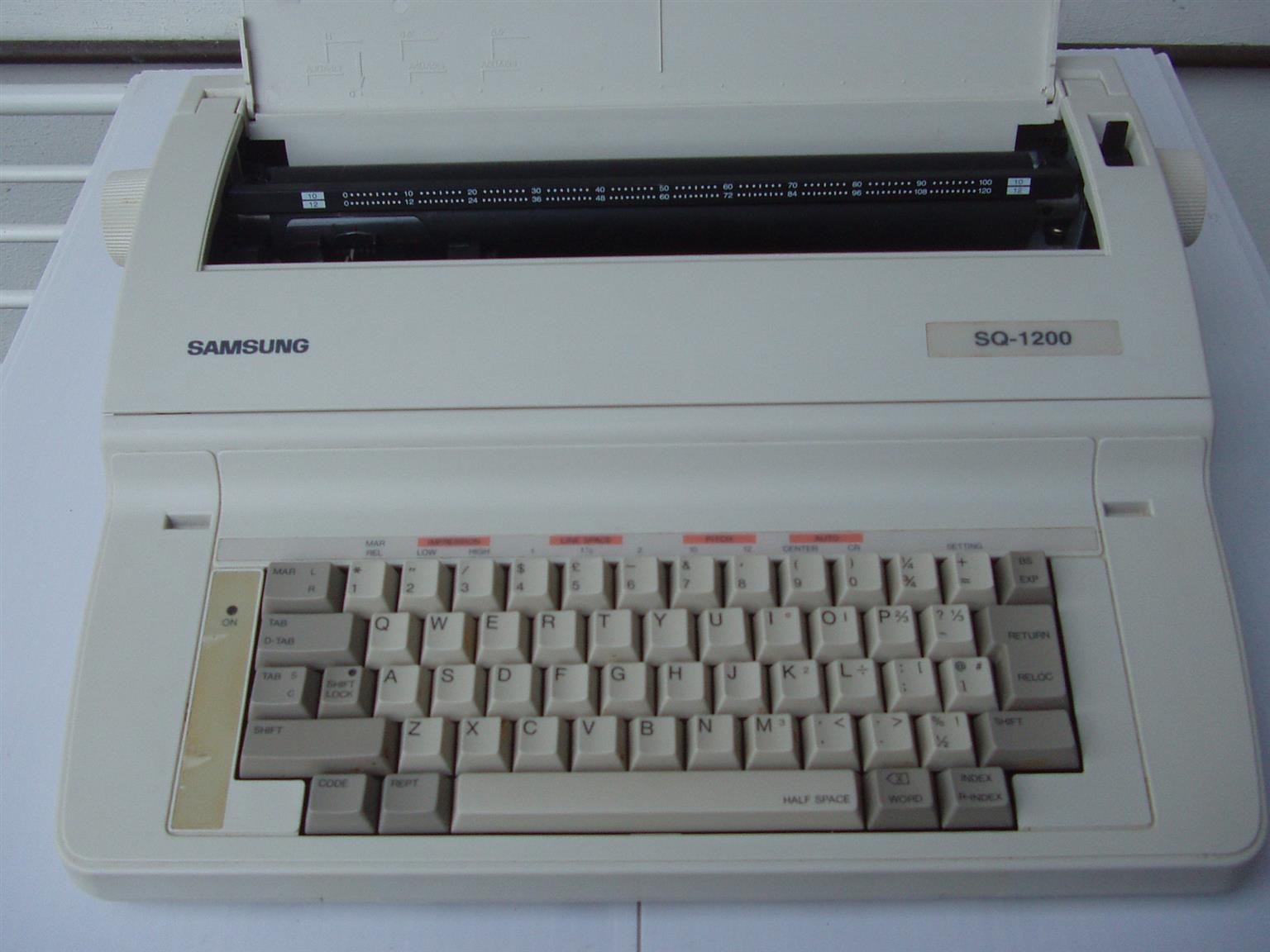 Samsung Electronic Typewriter - SQ 1200 - in excellent working order