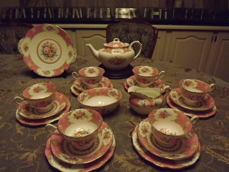 WANTED Royal Albert Tea Sets and Dinner services