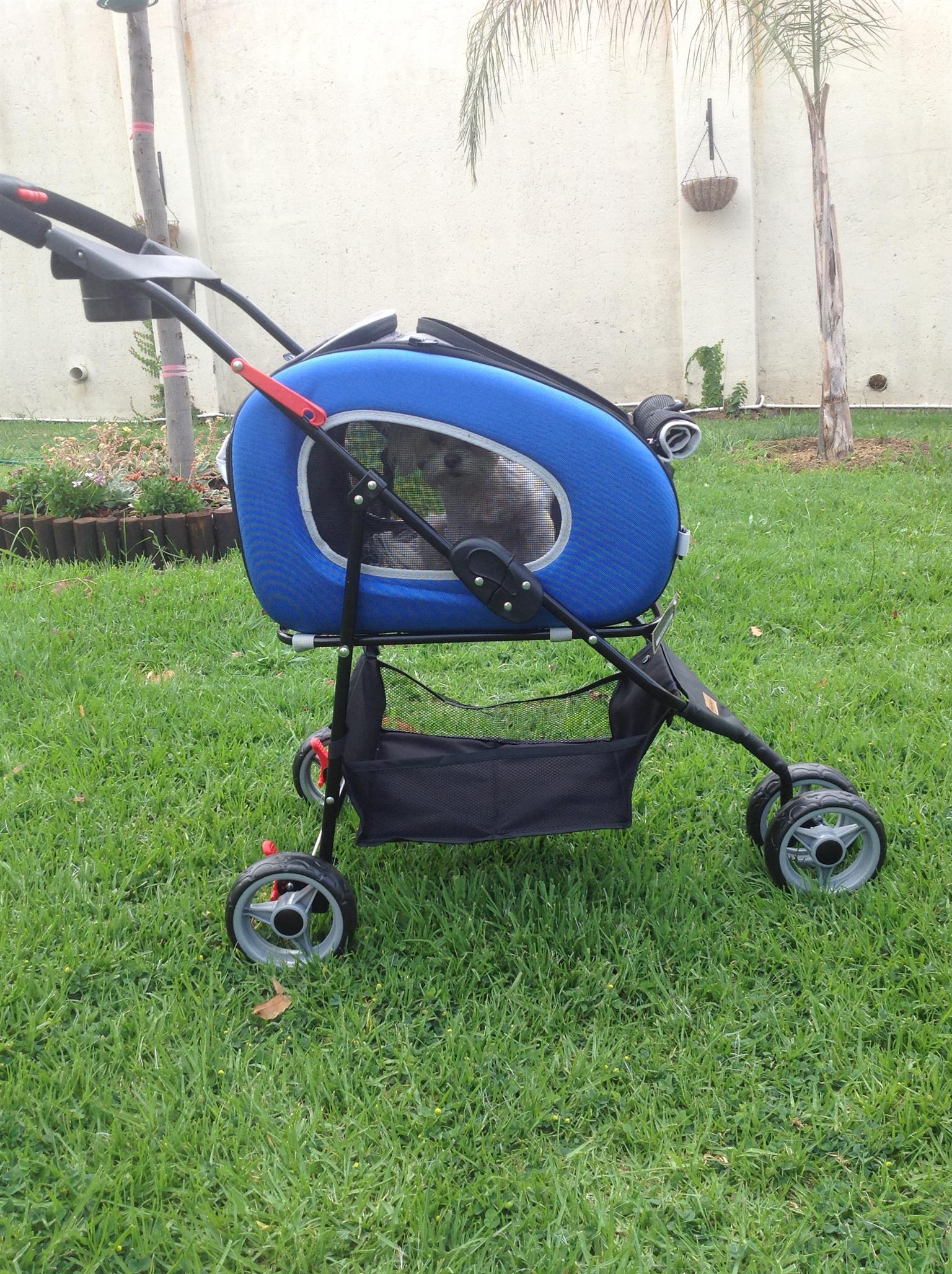 Pet Strollers available in Blue and Pink