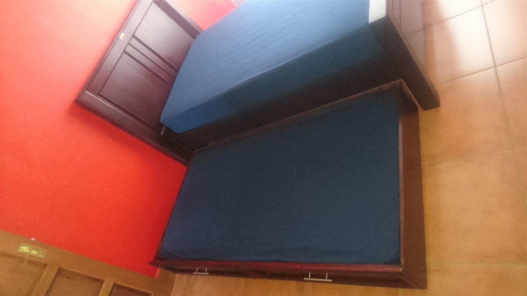 True wood furniture bed