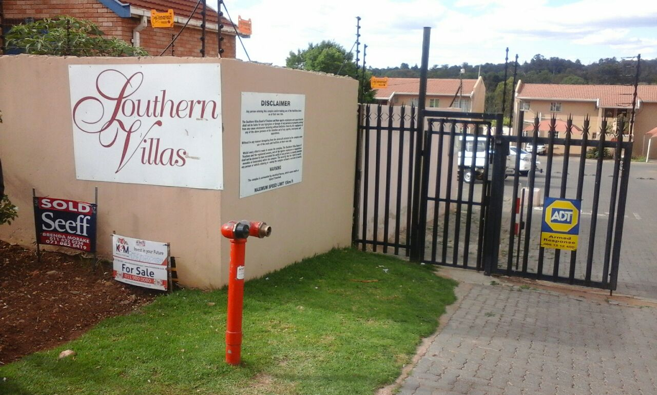 2 BED ROOM TOWN HOUSE IN NATURENA FOR SALE