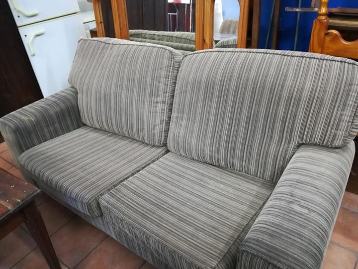 Big 2 seater comfy couch