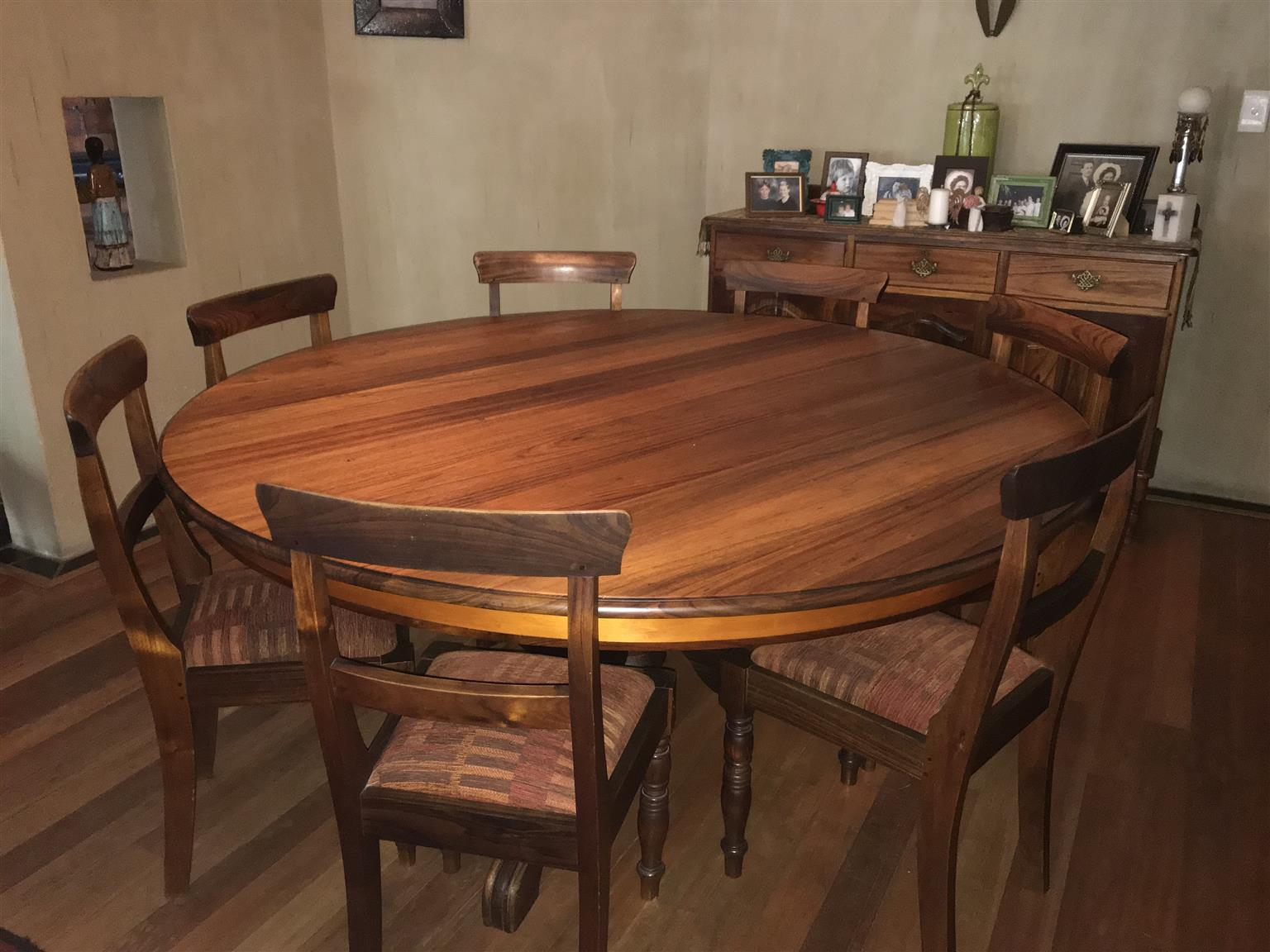 Blackwood/Yellowood 8 Seater Dining table & Sidboard suite
