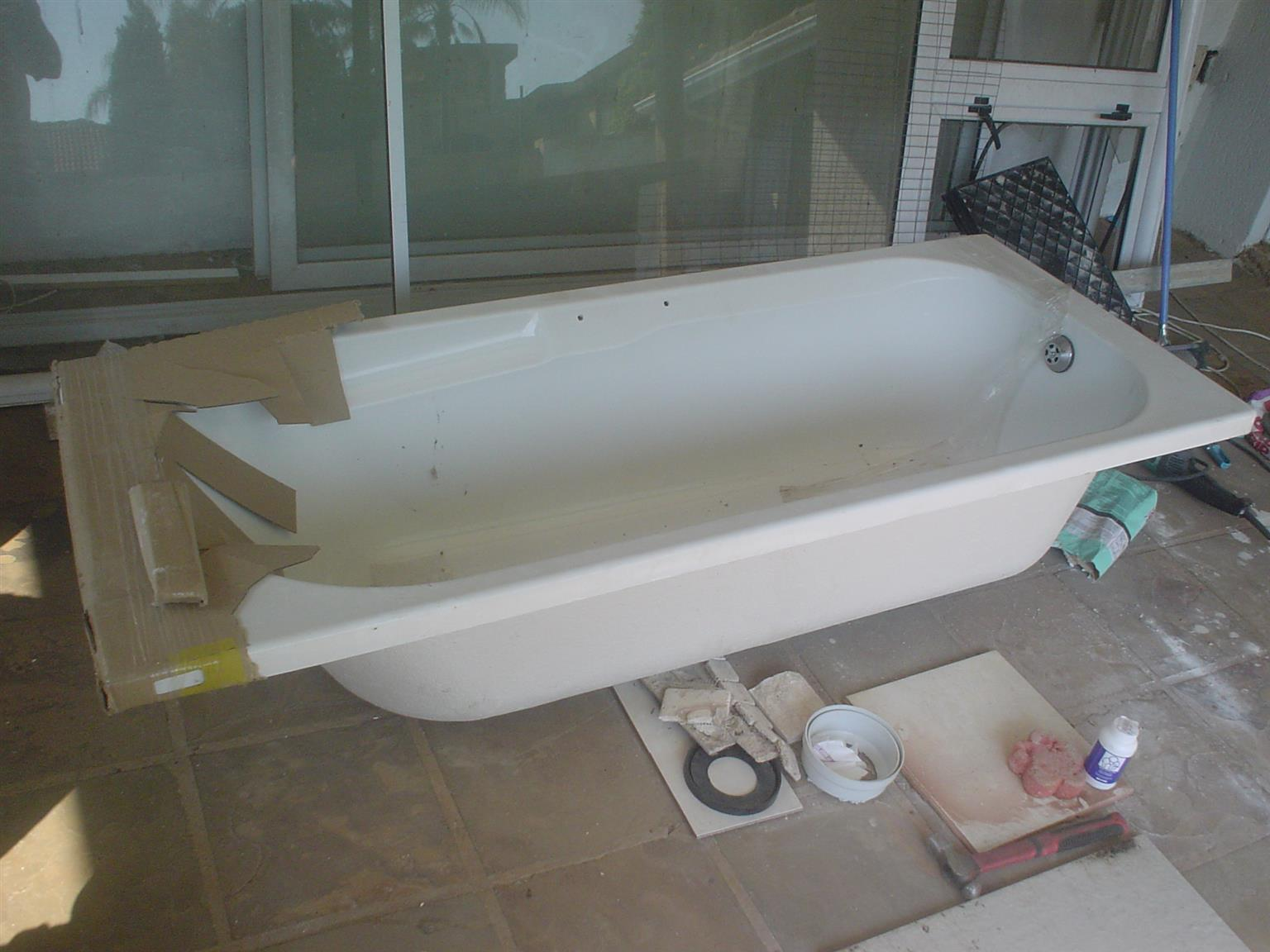 Bath,plexi, bran new 1700x750mm with waste plug etc.