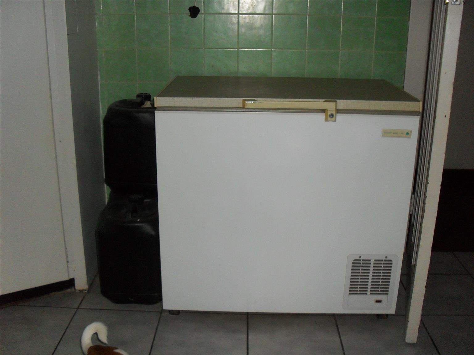 Mercury 255L Chest Freezer  D55 W 93 H90