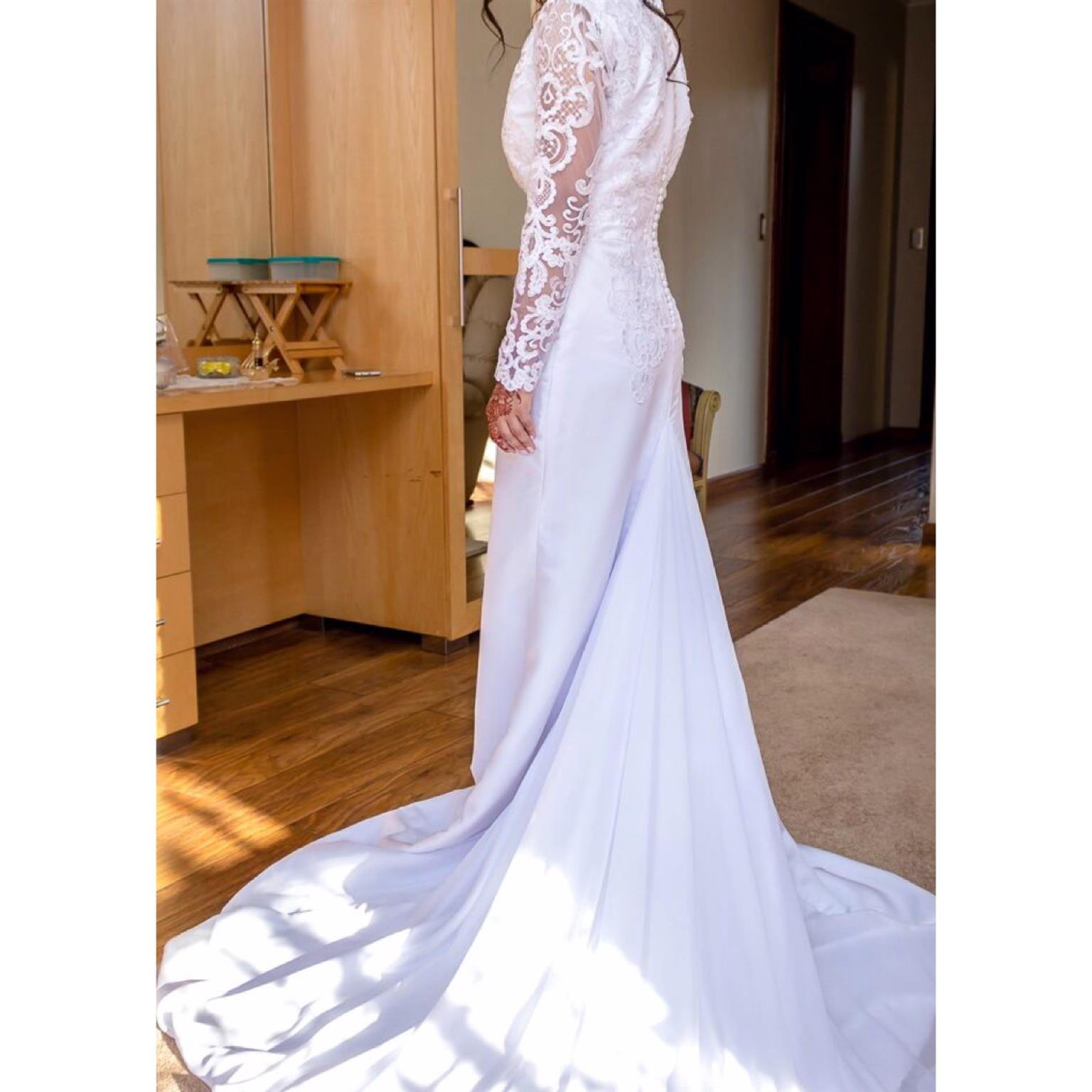 beautiful lace wedding gown