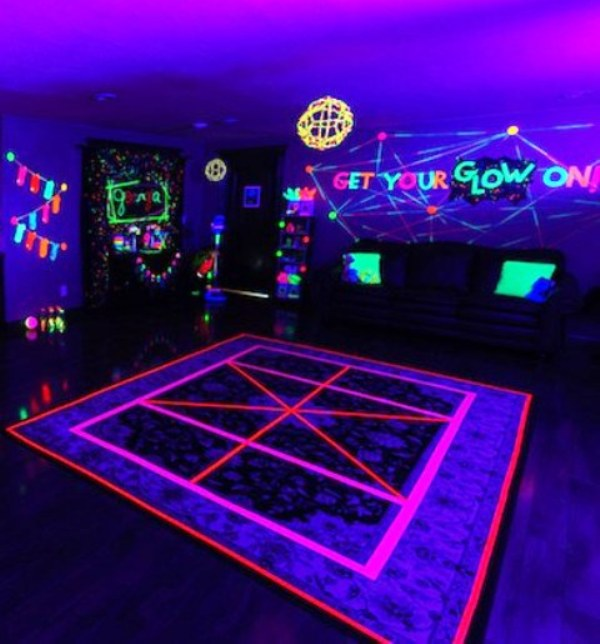 LUMO / GLOW IN THE DARK PARTY from R999 UV DECOR available, UV lights