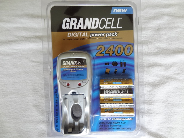 GRANDCELL Digital Powerpack, 4 x 2400 NiMH mAh batteries