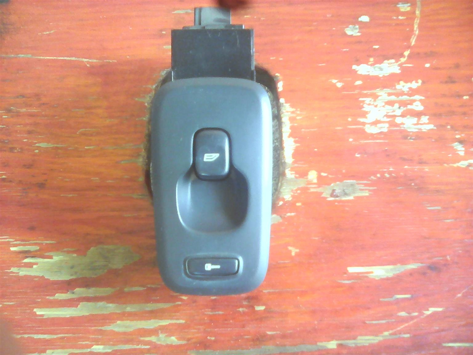 Volvo XC90 WIndow Switch Front Passenger - Manual AWD Stripping for spares parts