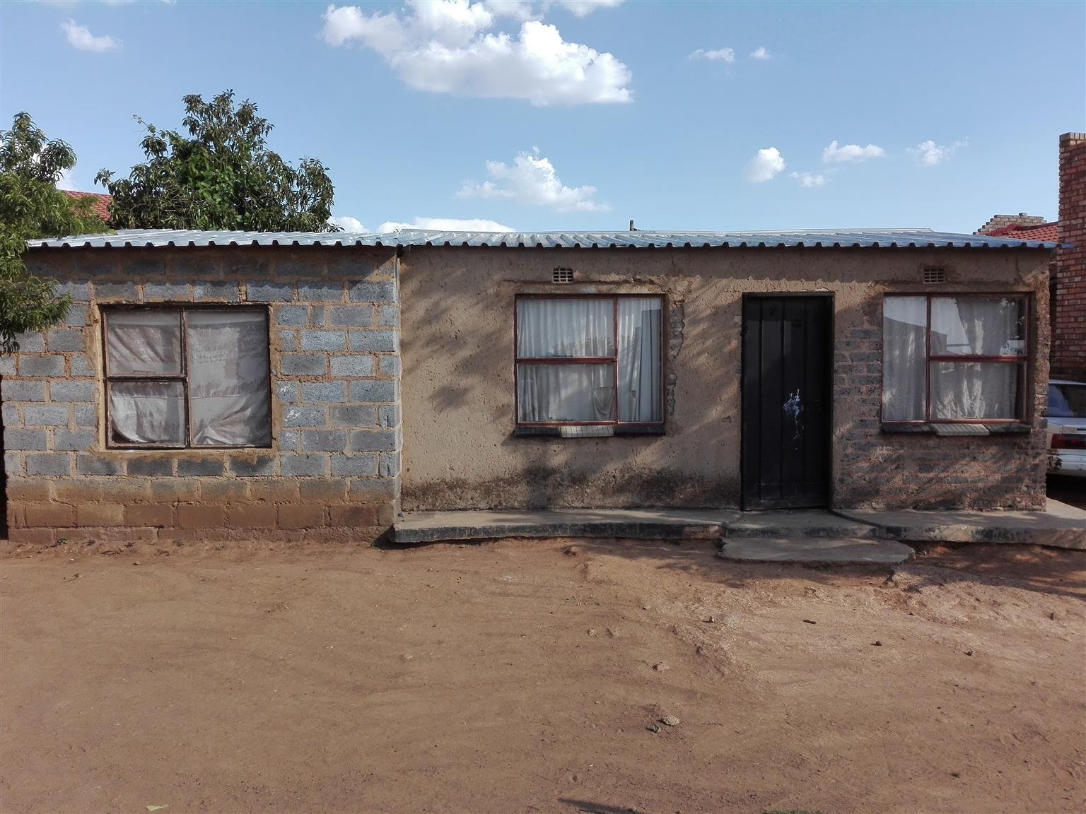 Three bedroom house for sale in Etwatwa