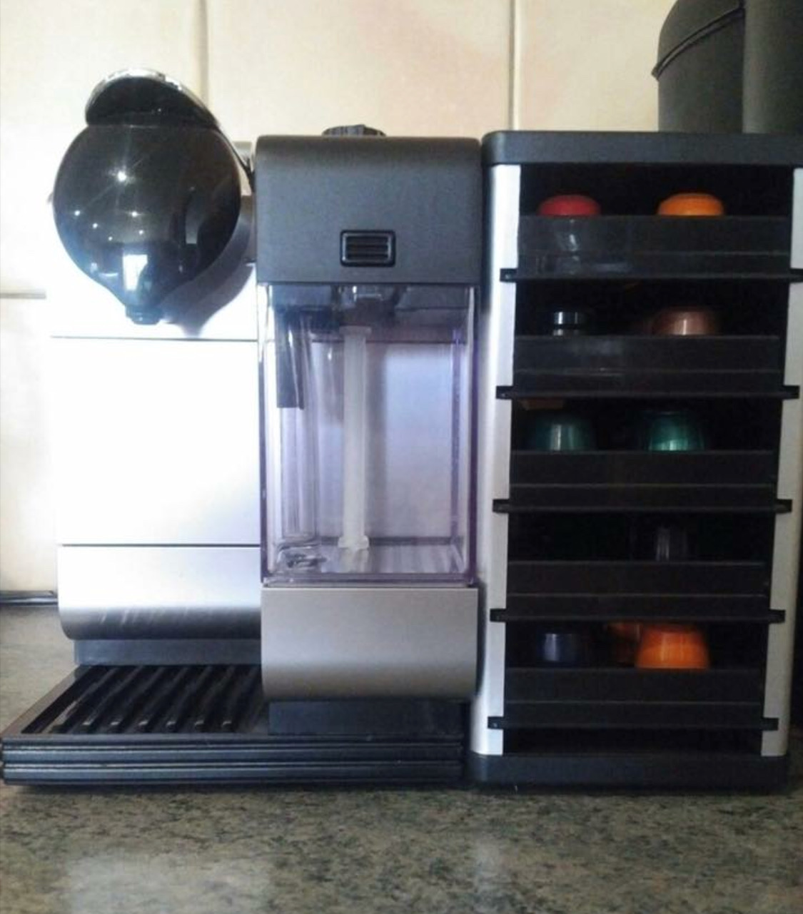 NESPRESSO LATTISSIMA MACHINE WITH CAPSULE HOLDER