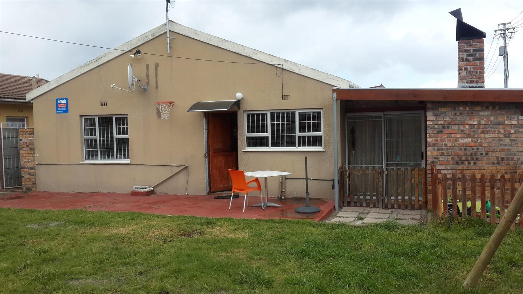 3 Bedroom House in Steenberg