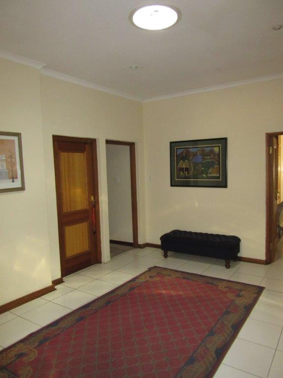 Executive family 4 Bed Home in secluded Craighall