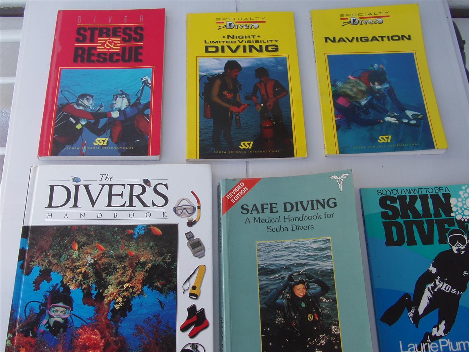 Diving Handbooks - 6 diving handbooks - in excellent condition
