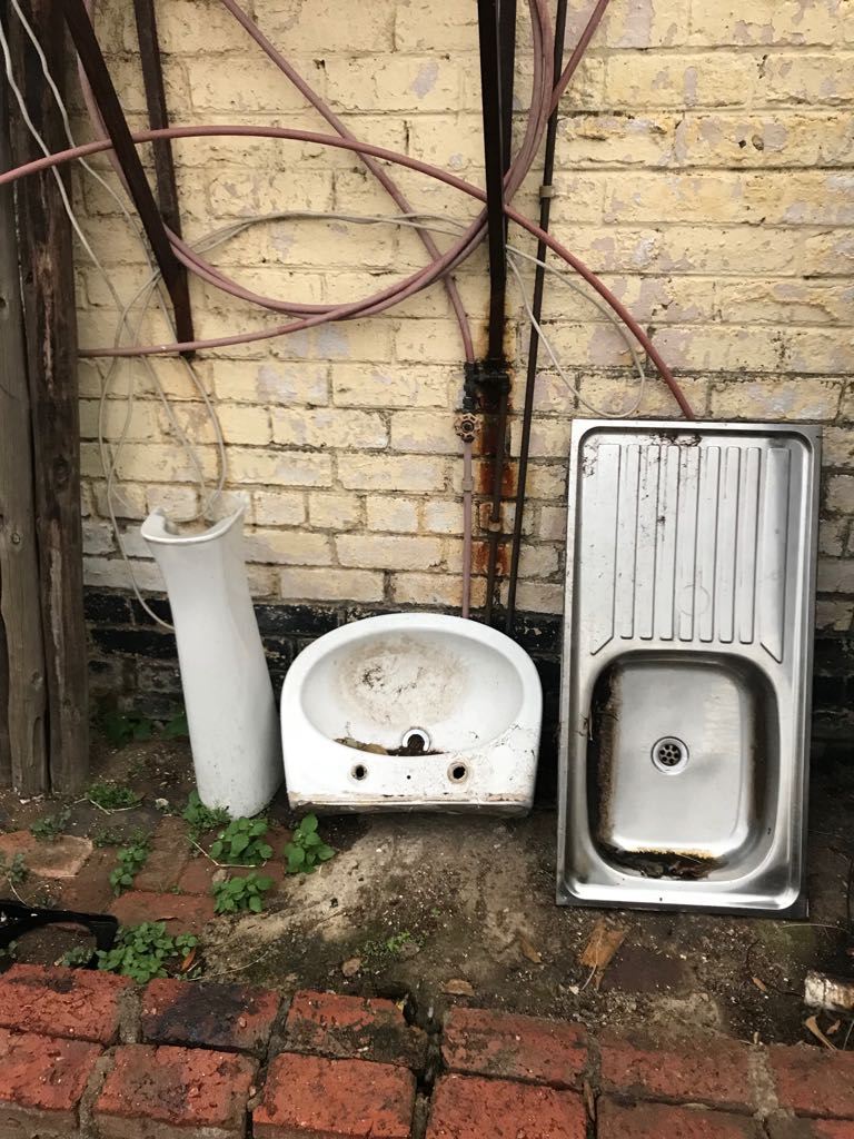 Cleaning out! Bath, Basin, Steel Sink and Geyser for sale!