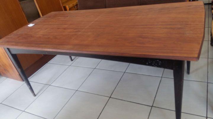 1.8m x 90cm lekker stewige Hout Eettafel