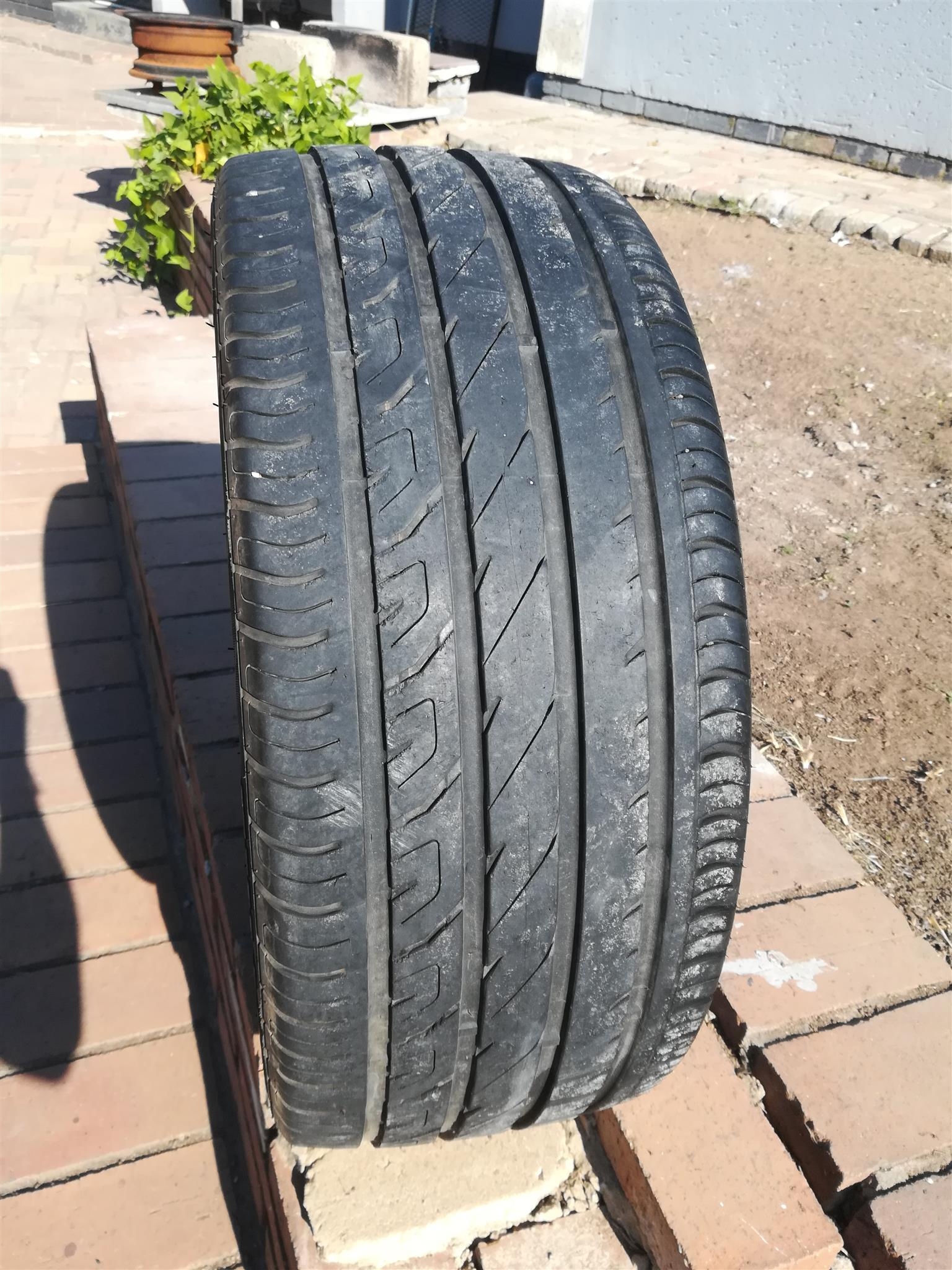 1x 215 /40 /17 Fullrun Tyre for sale