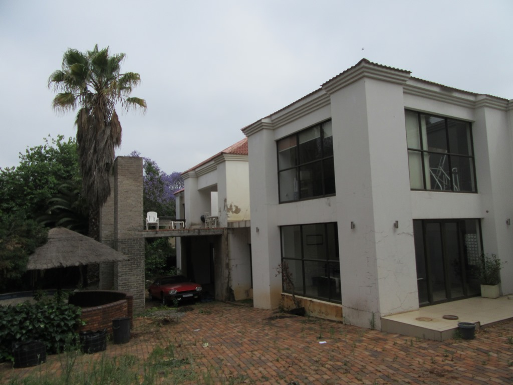 Live auction of IDEALLY SITUATED PROPERTY IN SOUGHT-AFTER COMMERCIAL STRIP IN DUNKELD WEST, GAUTENG