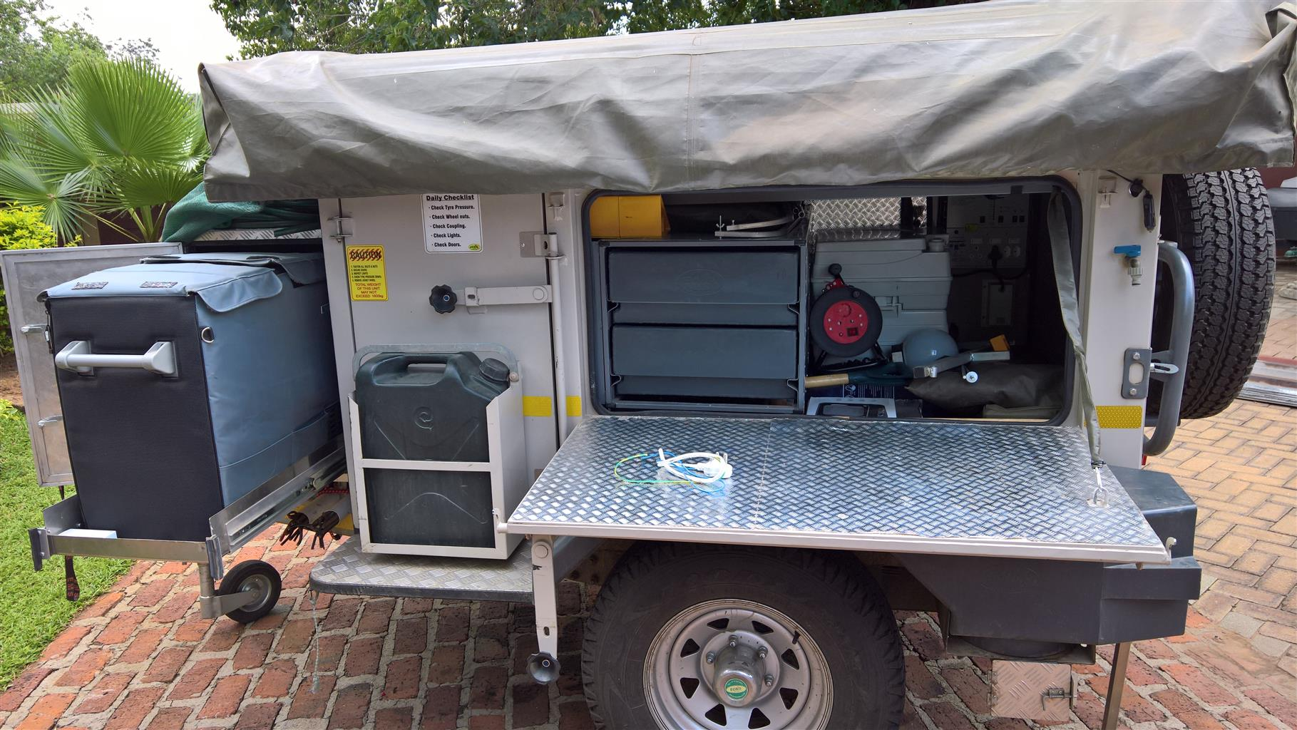 Echo 4x4 camping trailer for sale with lot of extras