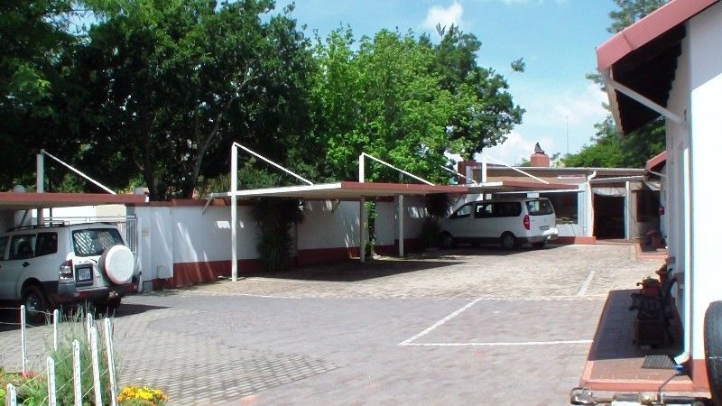 FULLY FURNISED ROOMS TO LET FOR EXECUTIVES FLORIDA GLEN JOHANNESBURG FROM R 5000 FOR 30 DAYS