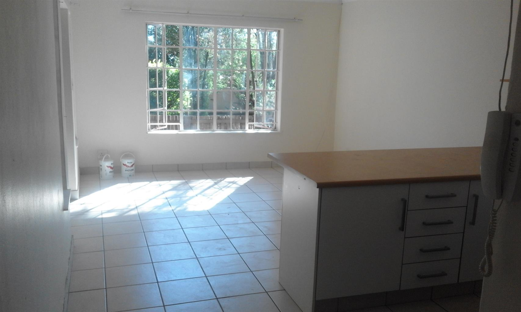 Cottage to let in quiet area, Ferndale, R.6500 per month incl Electricity & Water