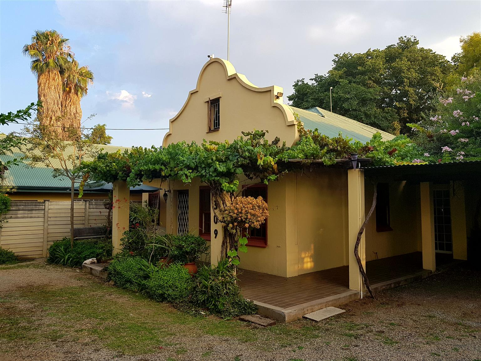 2 Houses and a Garden Cottage for sale in Hatfield near University of Pretoria.
