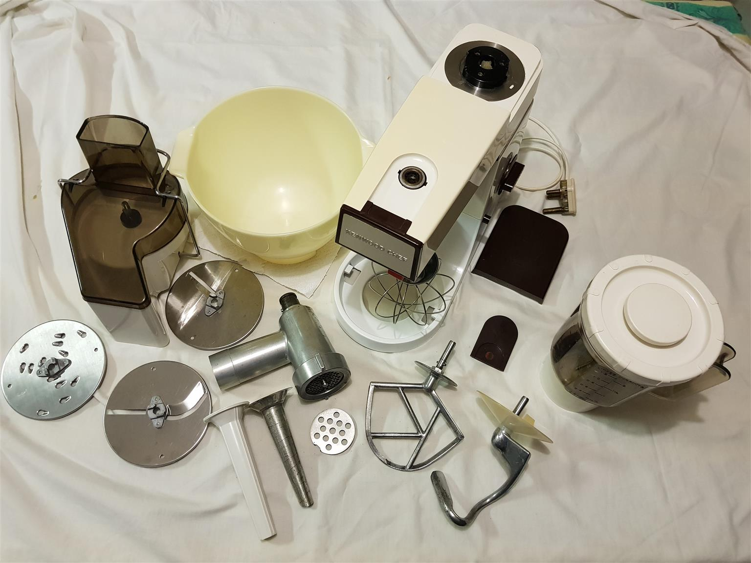 Kenwood Chef in excellent condition with all attachements
