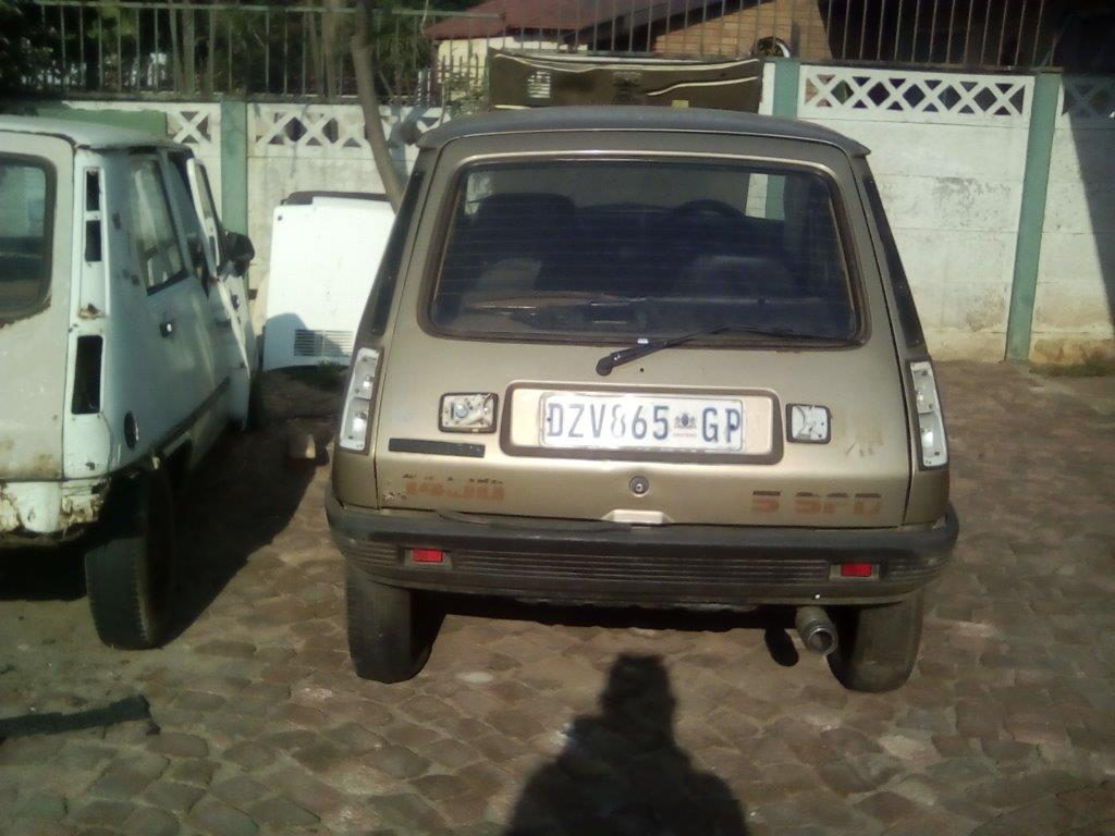 Renault 5 TS or GTL Stripping for spares.