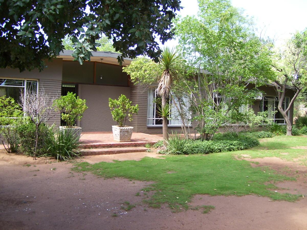 Big upgraded house in Univ, Bfn